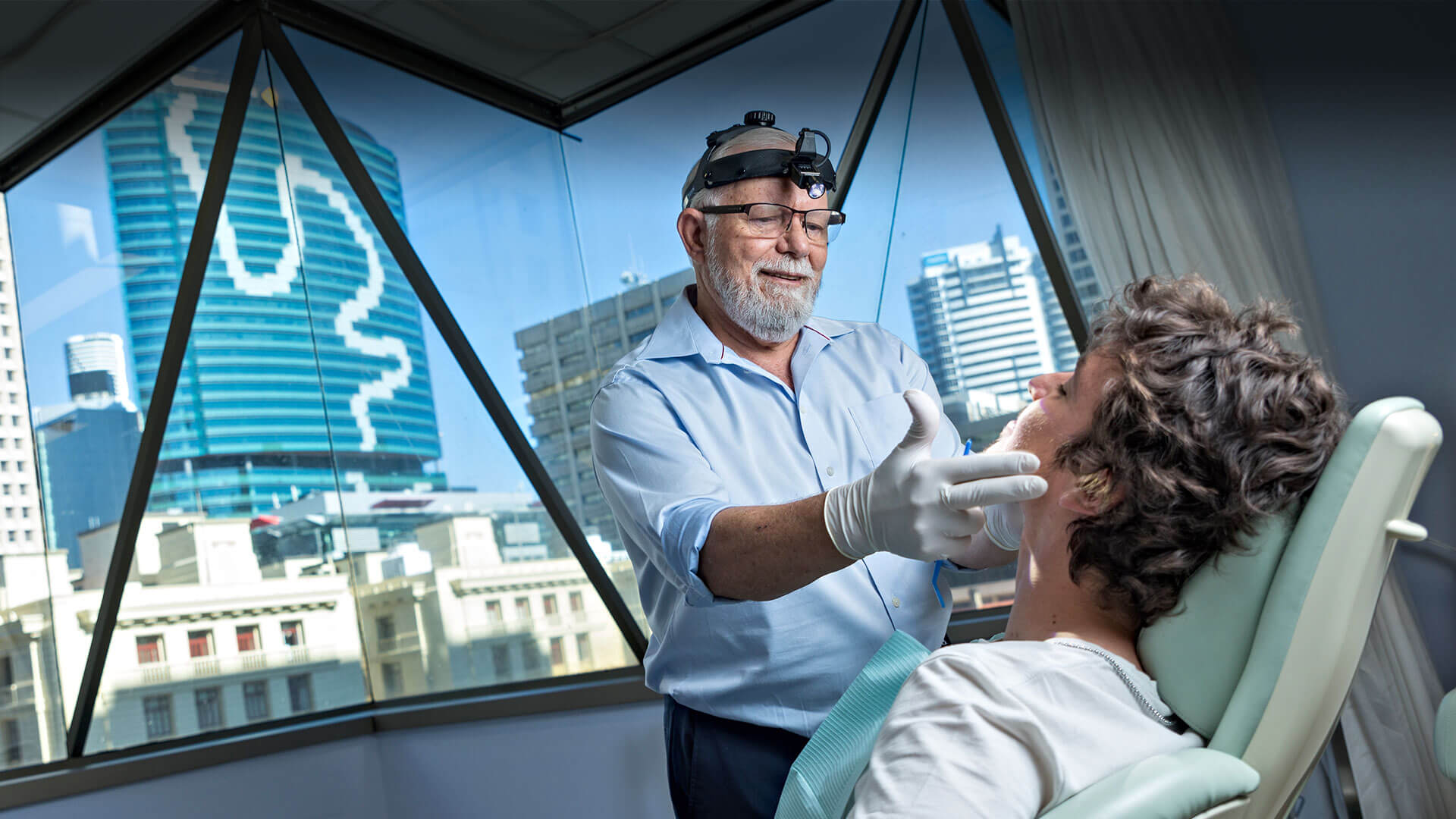 Dr Mark Tuffley with in consultation for wisdom tooth removal in Brisbane